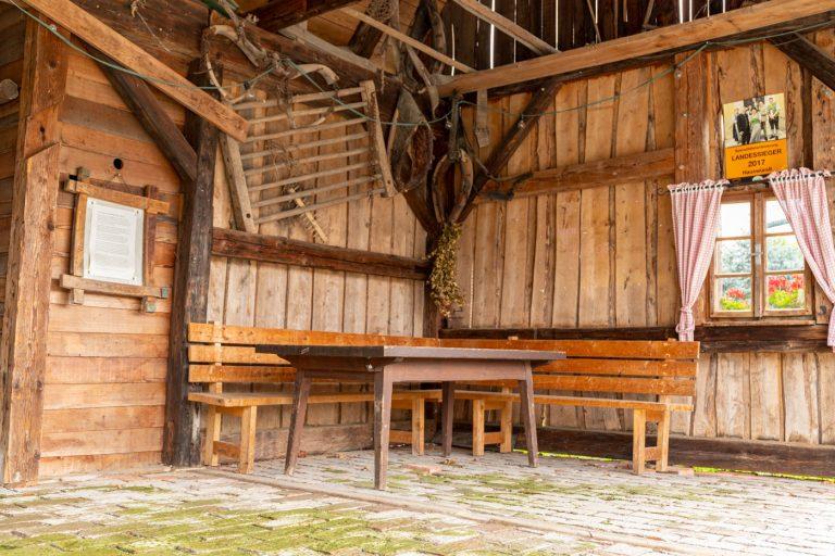Schratlhütte in Heimschuh von innen