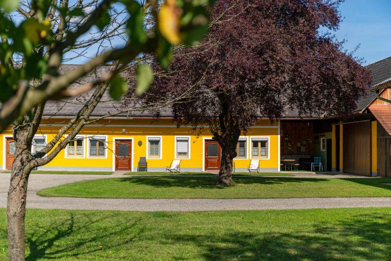 Seitenansicht außen – Ferienwohnungen Moitz